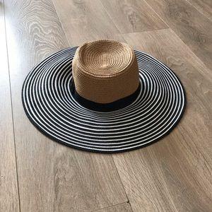 🆕 BCBGMAXAZRIA striped floppy hat NWOT